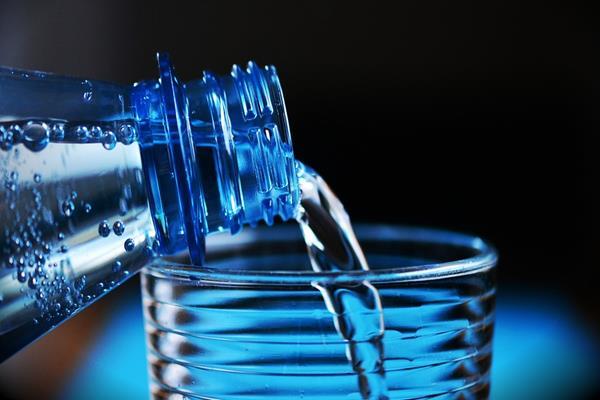 Butelka filtrująca – chwilowy trend czy rób na zdrowie?